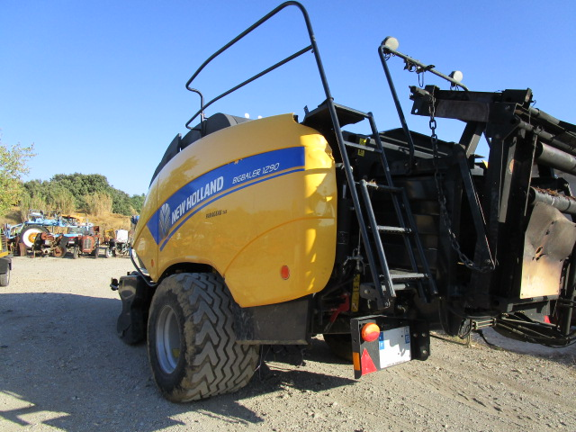 PRESSE A BALLES RONDES NEW HOLLAND BB1290