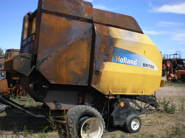 PRESSE A BALLES RONDES NEW HOLLAND BR750
