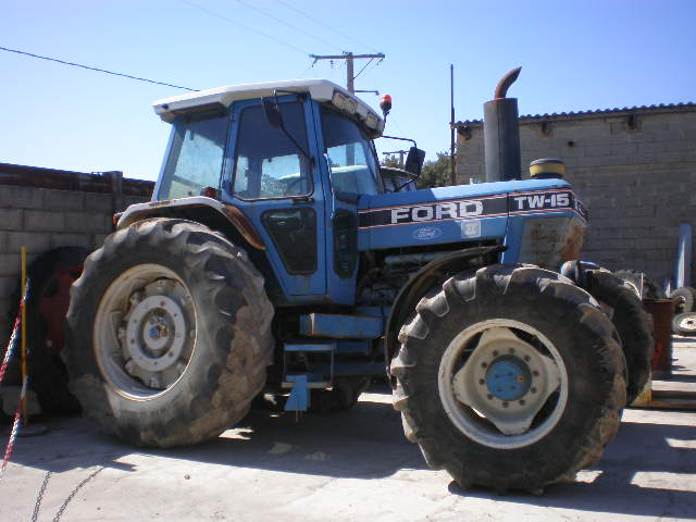 TRACTEUR FORD TW15